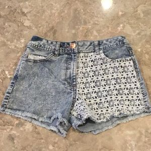 Adorable jean shorts with lace details, size 0.